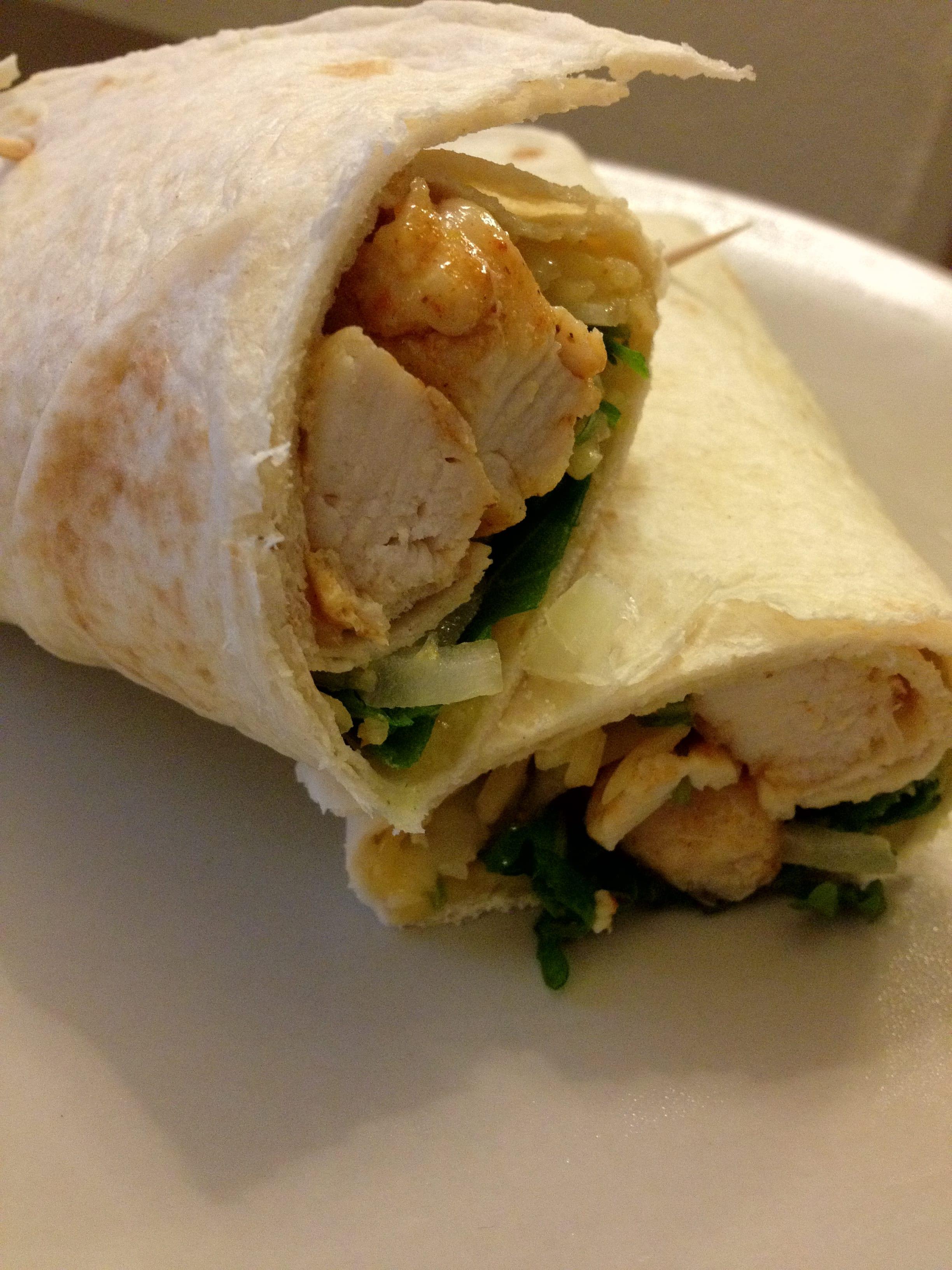 Eenvoudig zelfgemaakte chicken wrap
