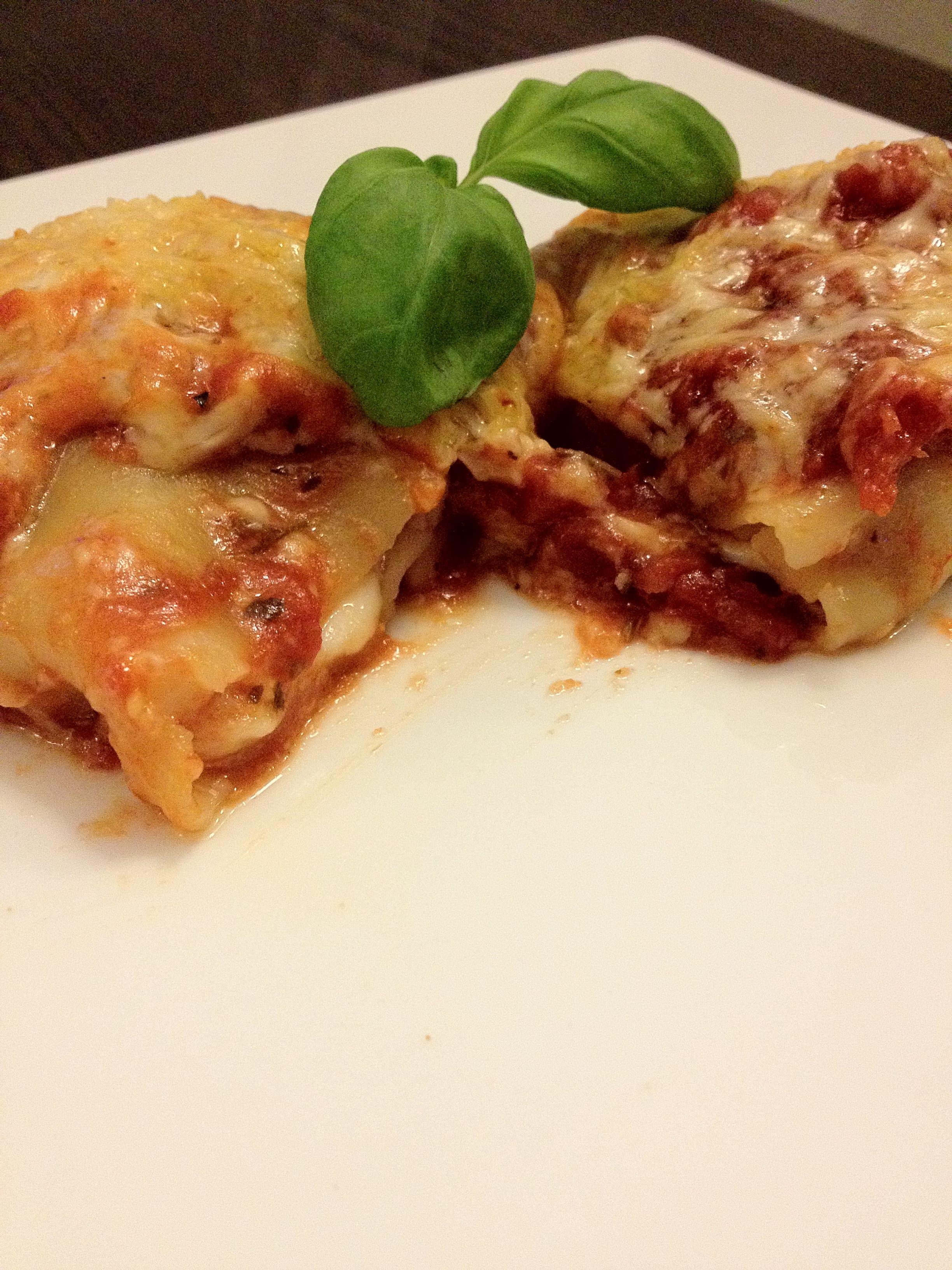 Cannelloni met gehakt, mozzarella en ui