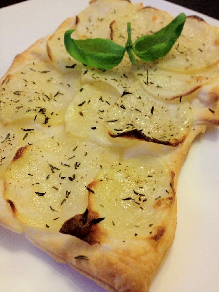 Bladerdeeg met aardappel uit de oven