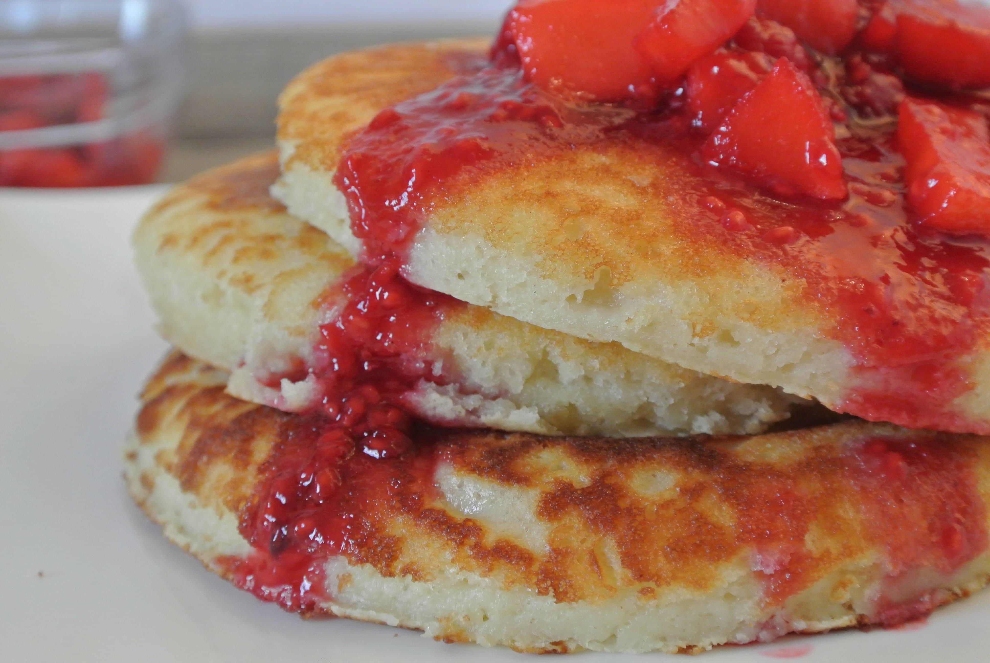 Nationale pannenkoekdag: American pancakes met appel-frambooscompote