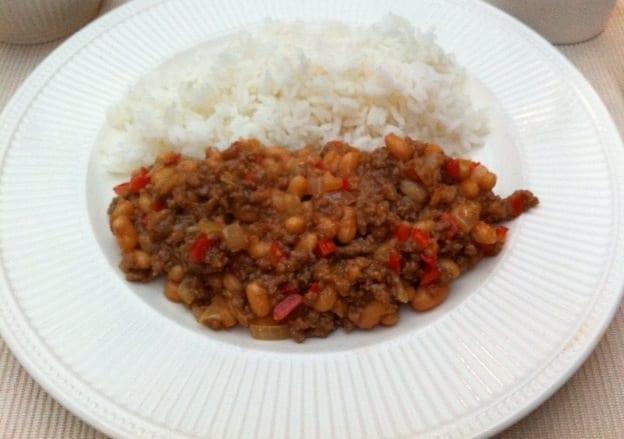Rijstgerecht met witte boontjes en gehakt