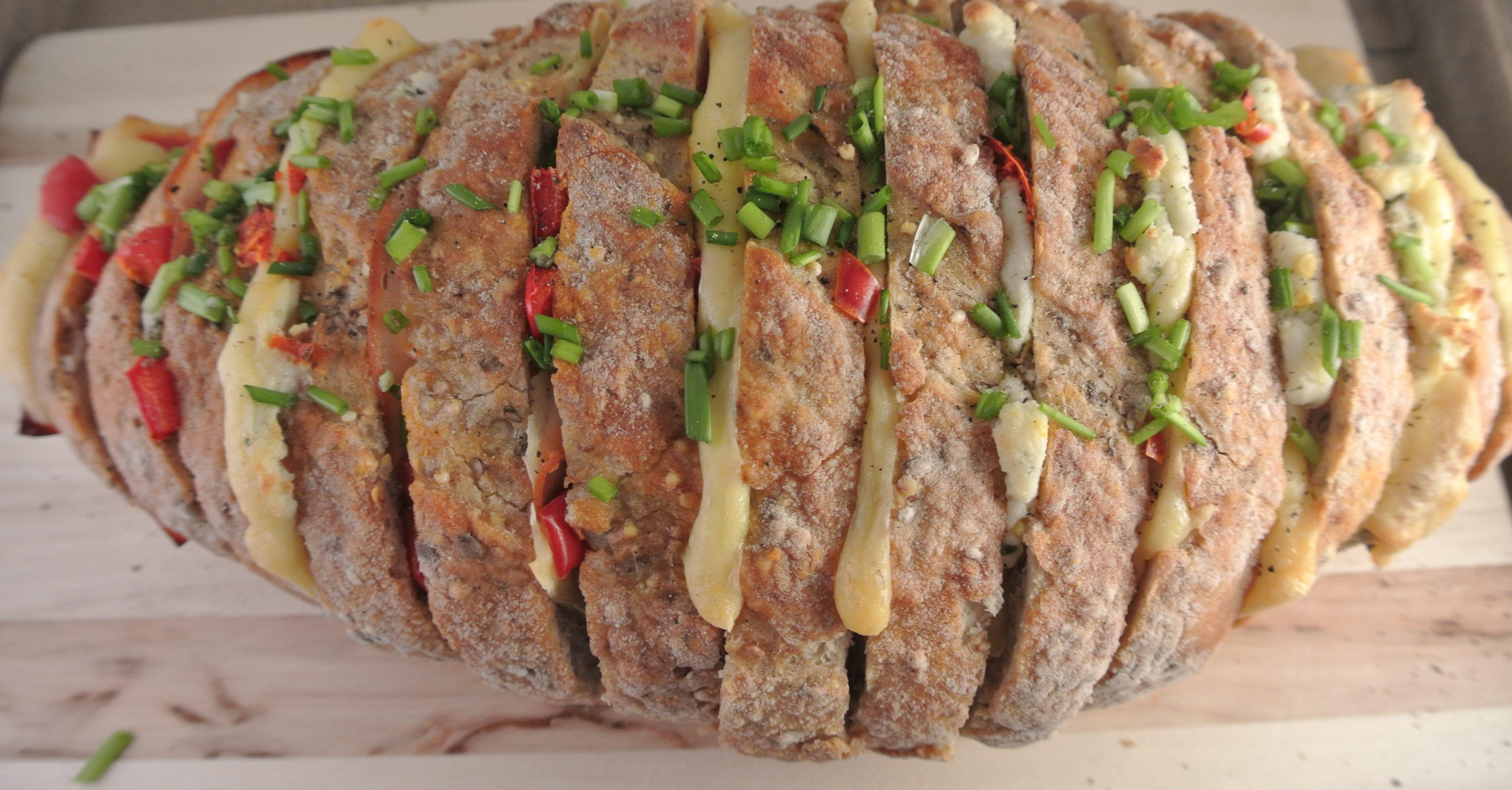 Gevuld brood met boursin, paprika en bieslook