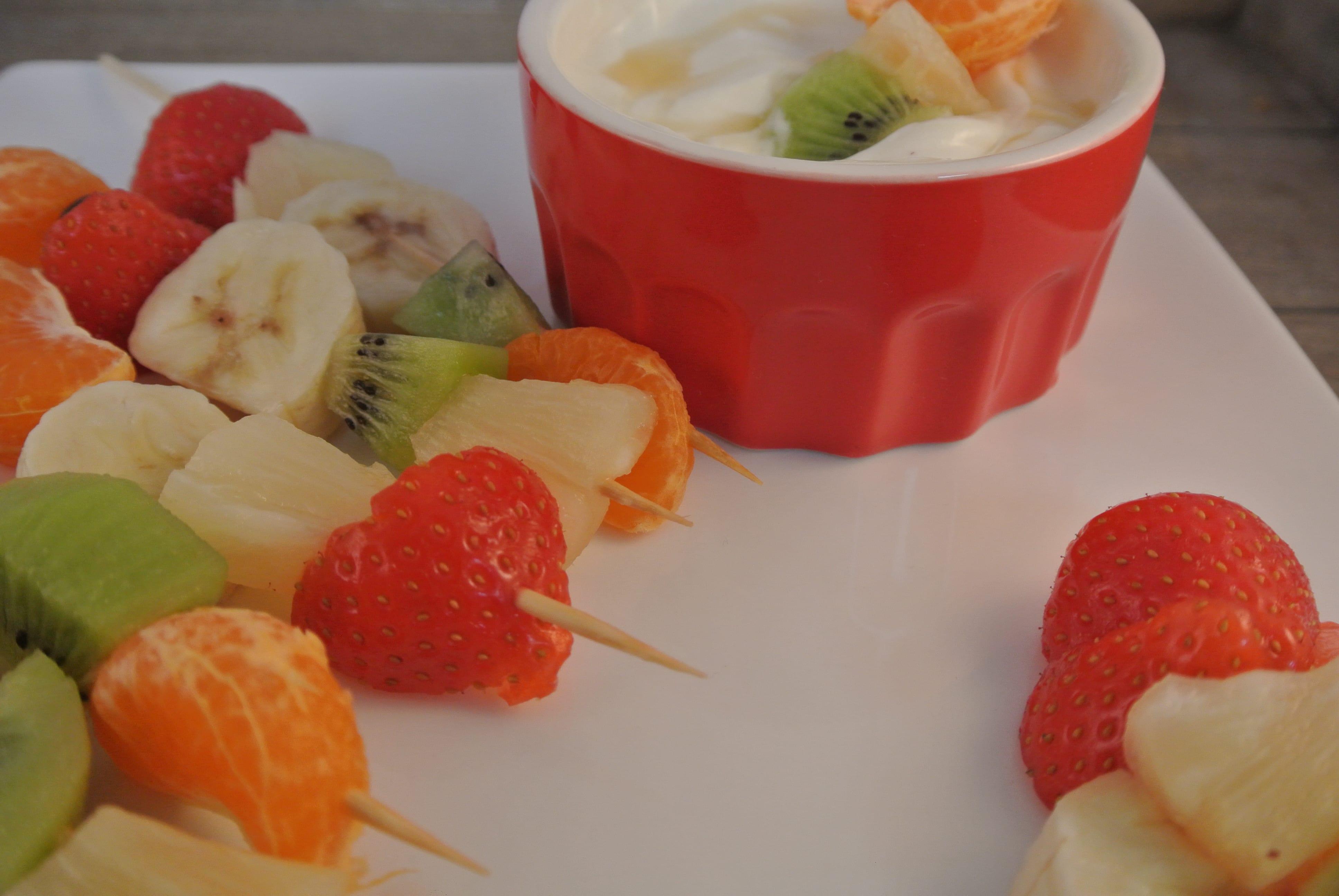 Fruitsalade met Griekse dip