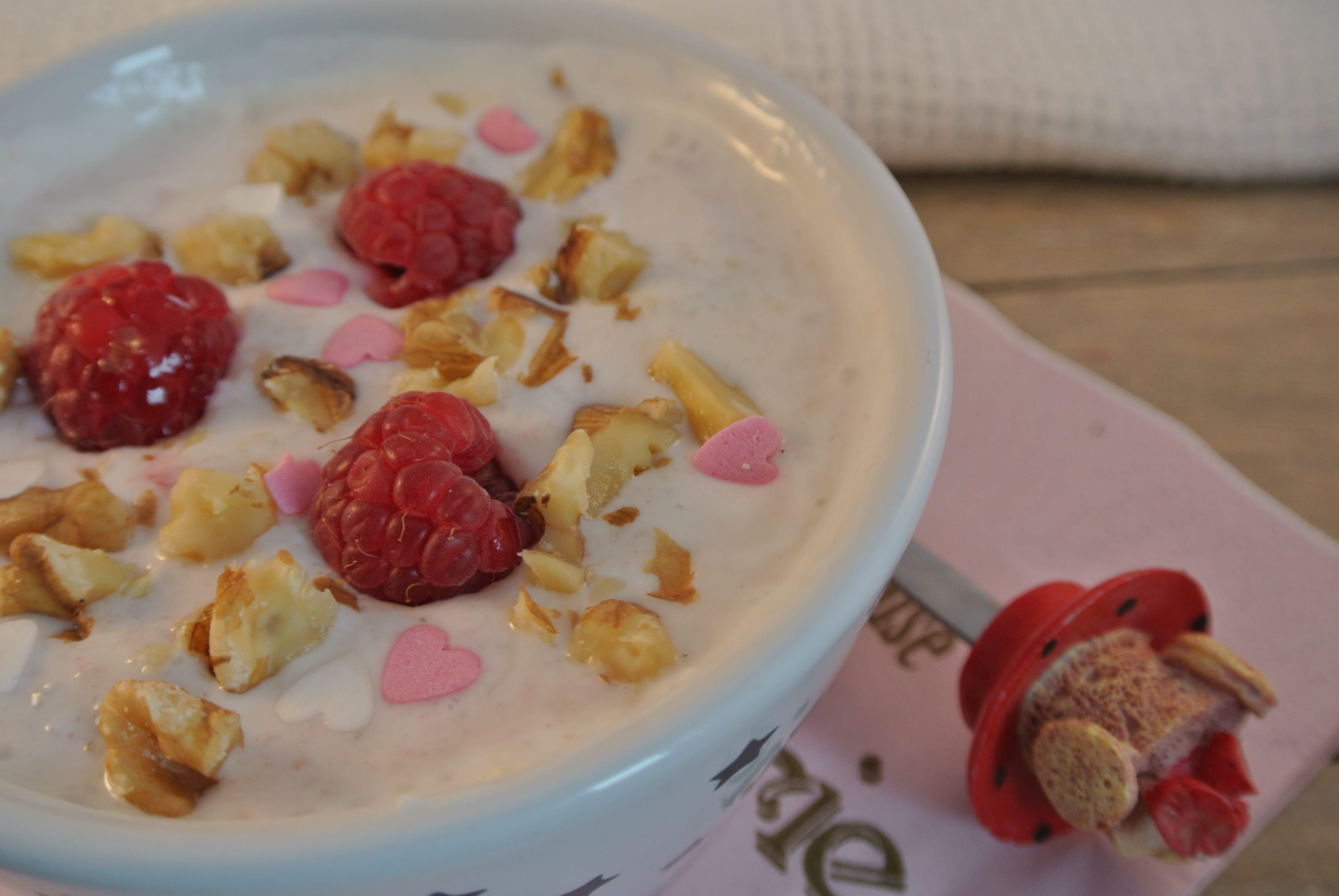 Dessert met couscous, Griekse yoghurt en frambozen