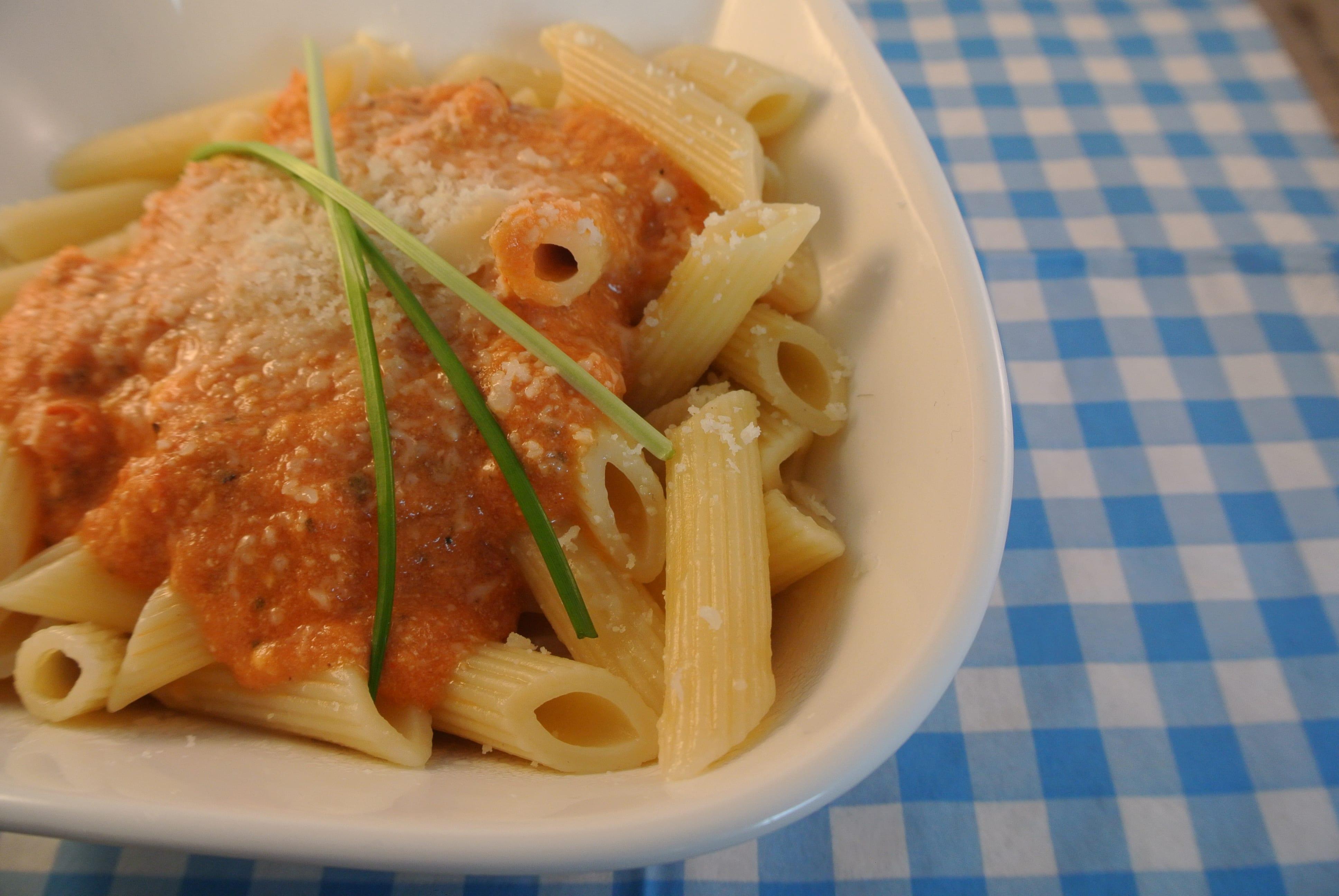 Snelle pasta met tomaten-ricotta saus