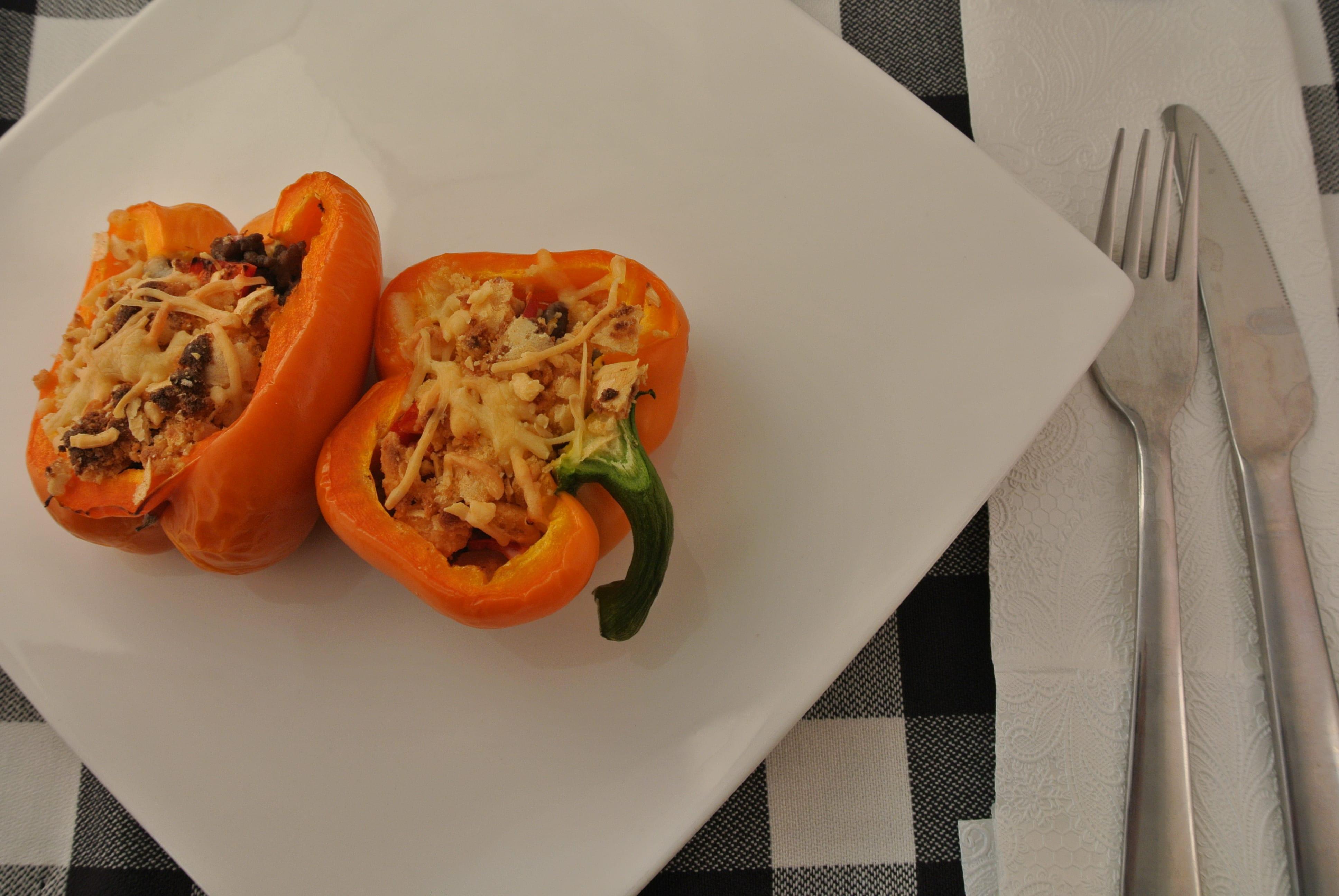 Heerlijk oranje gevulde paprika