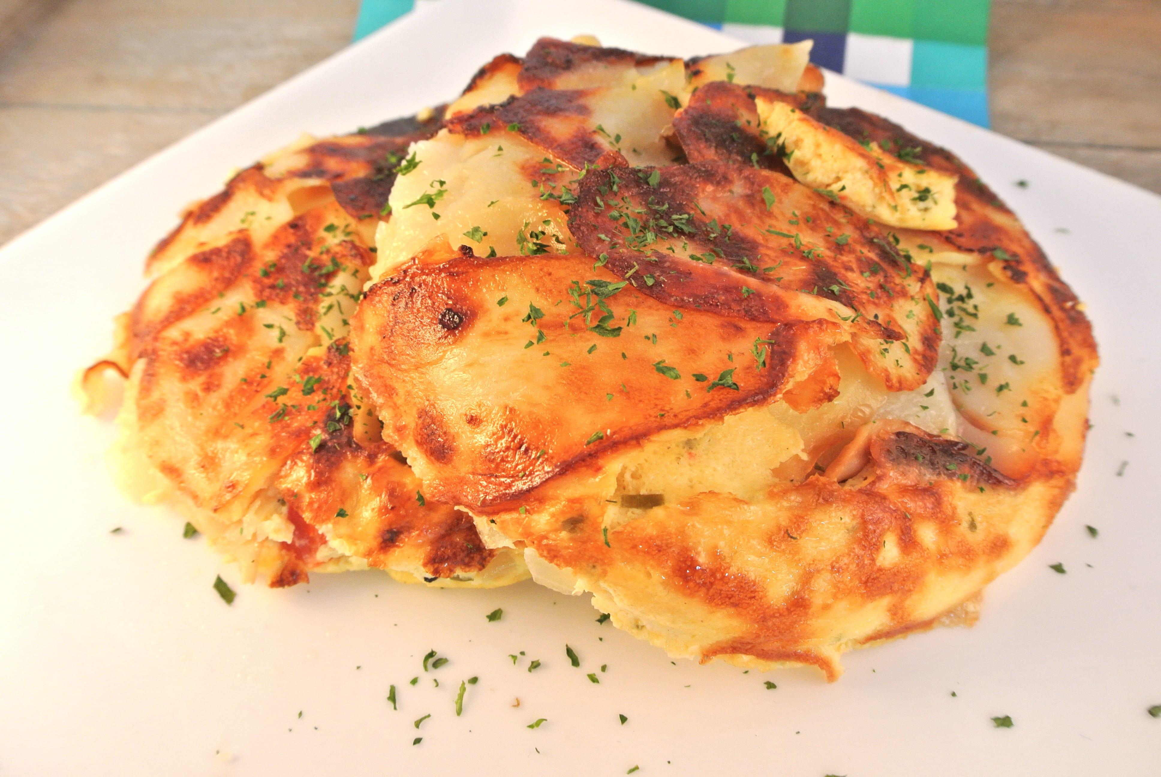 Aardappeltortilla met ui, paprika en boursin