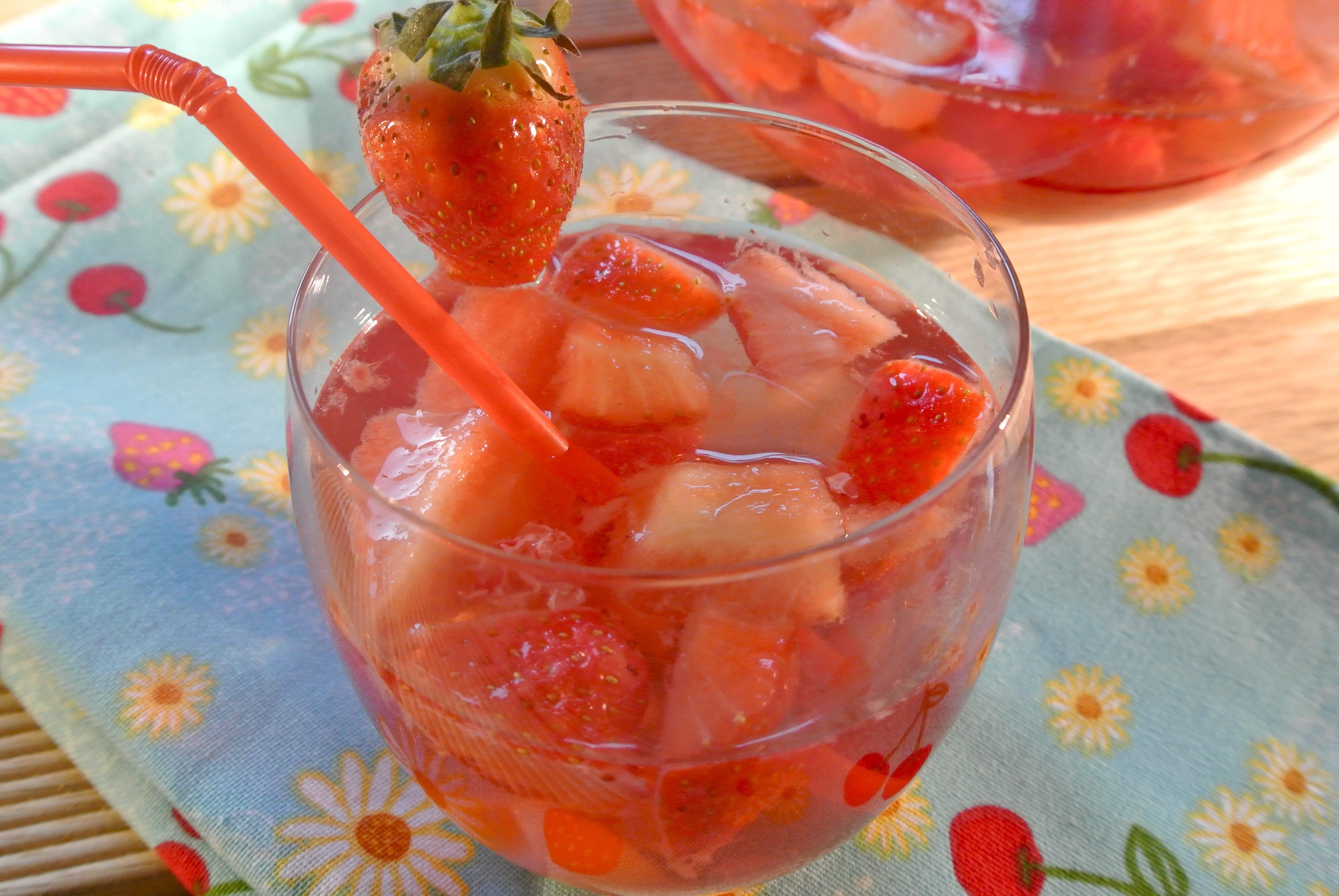 Heerlijk zomers drankje met vers fruit