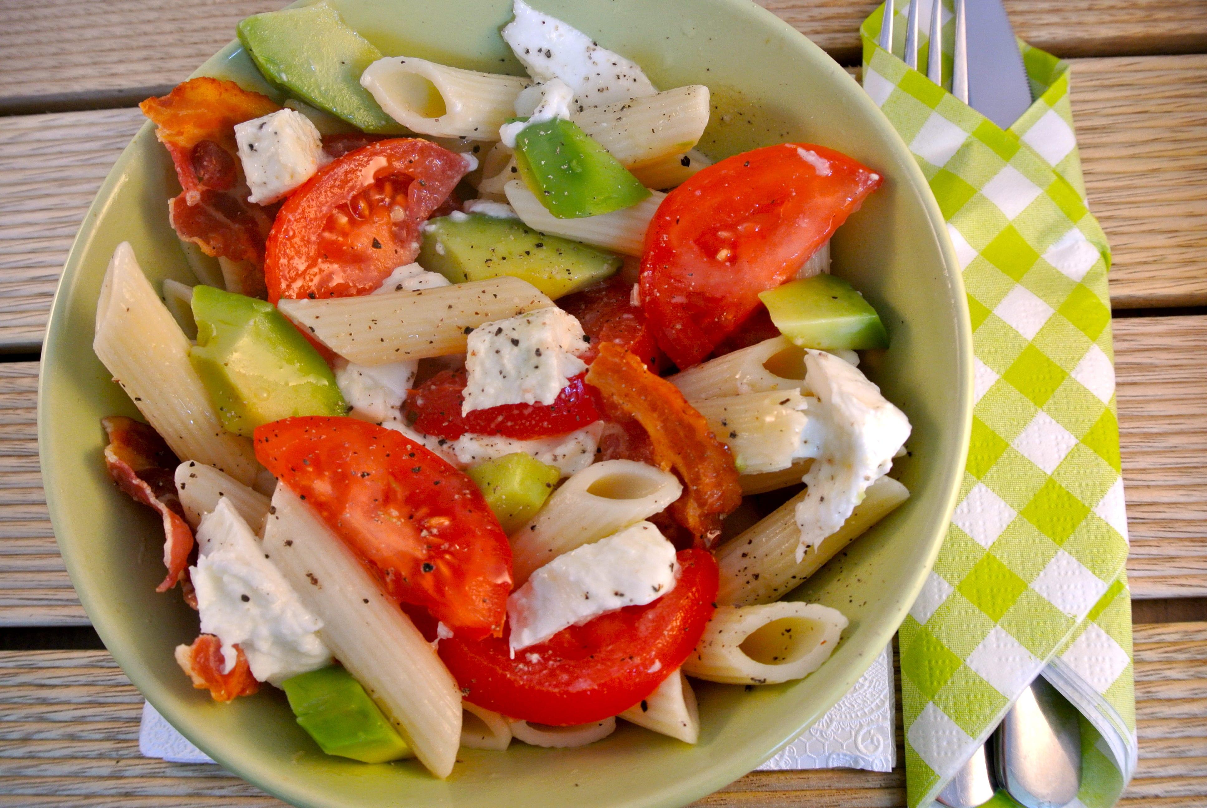 Frisse en kleurrijke pastasalade