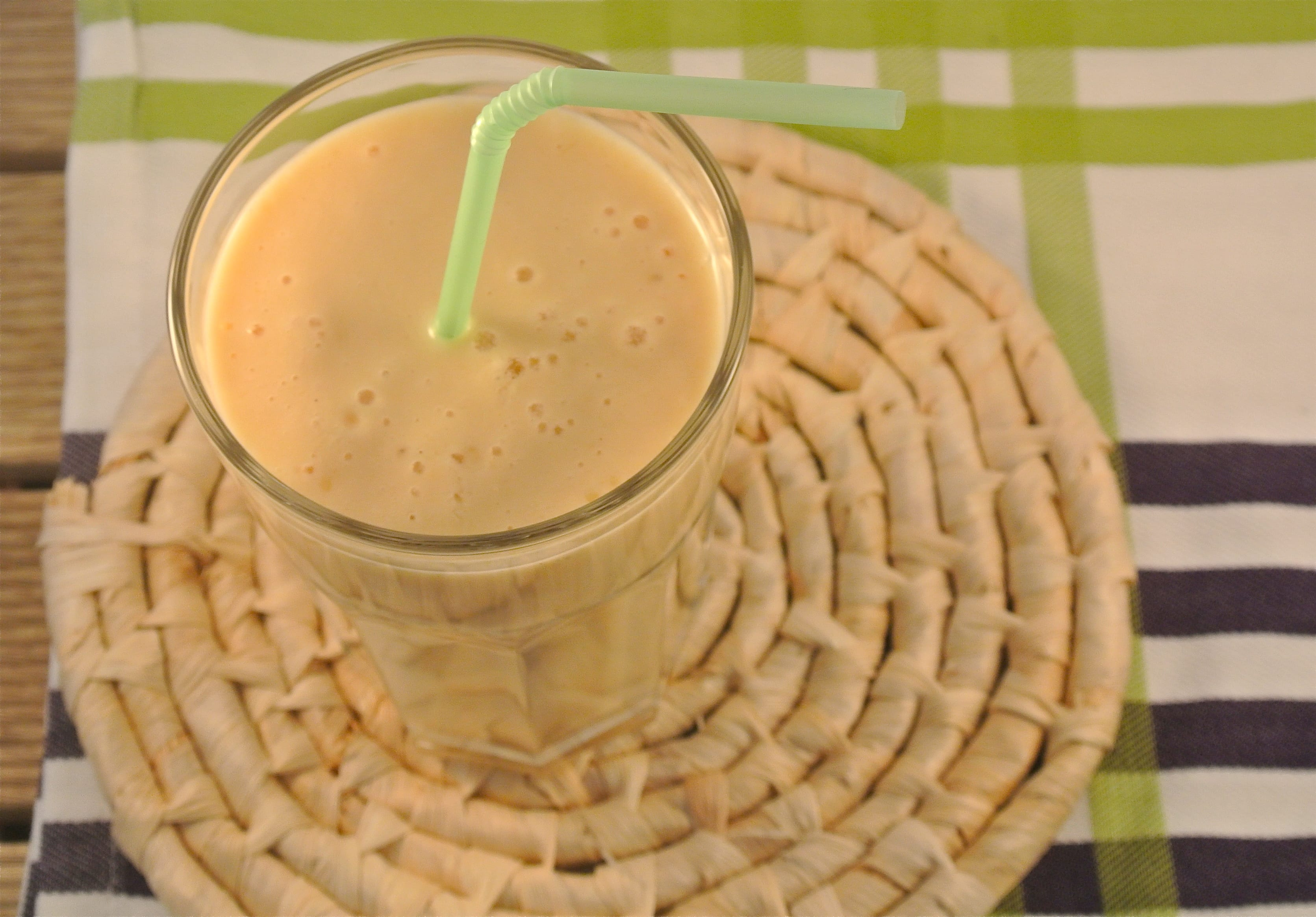 Mango-yoghurt smoothie