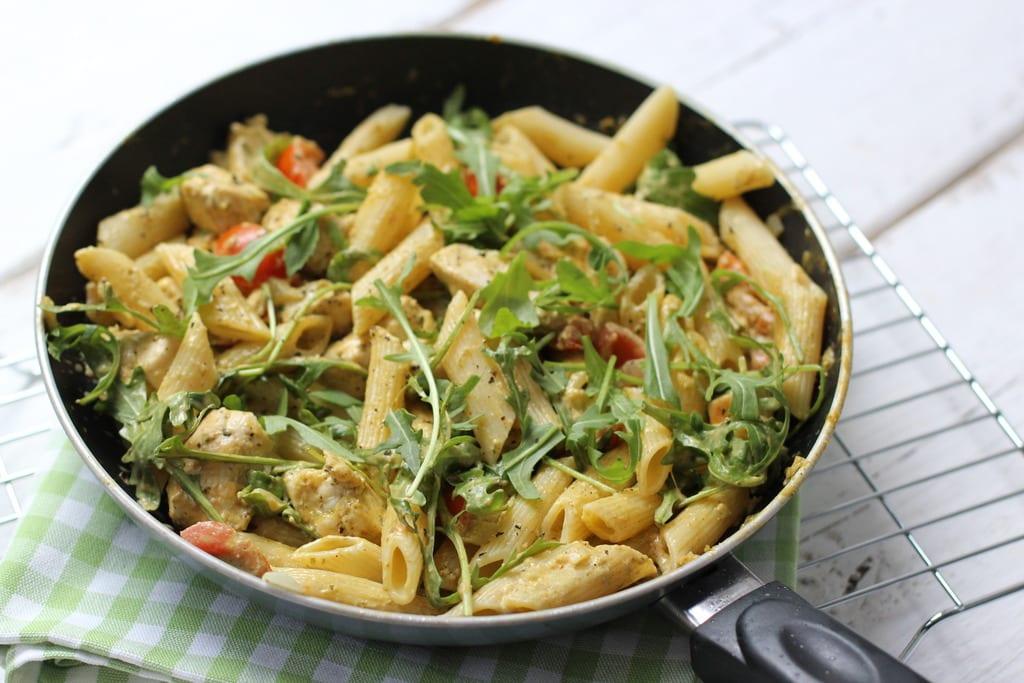 pasta kip-pesto saus - klaar in 20 minuten - lekker en simpel