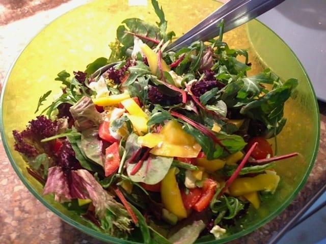 Ingezonden door Aliki: salade met tomaat, avocado en mango