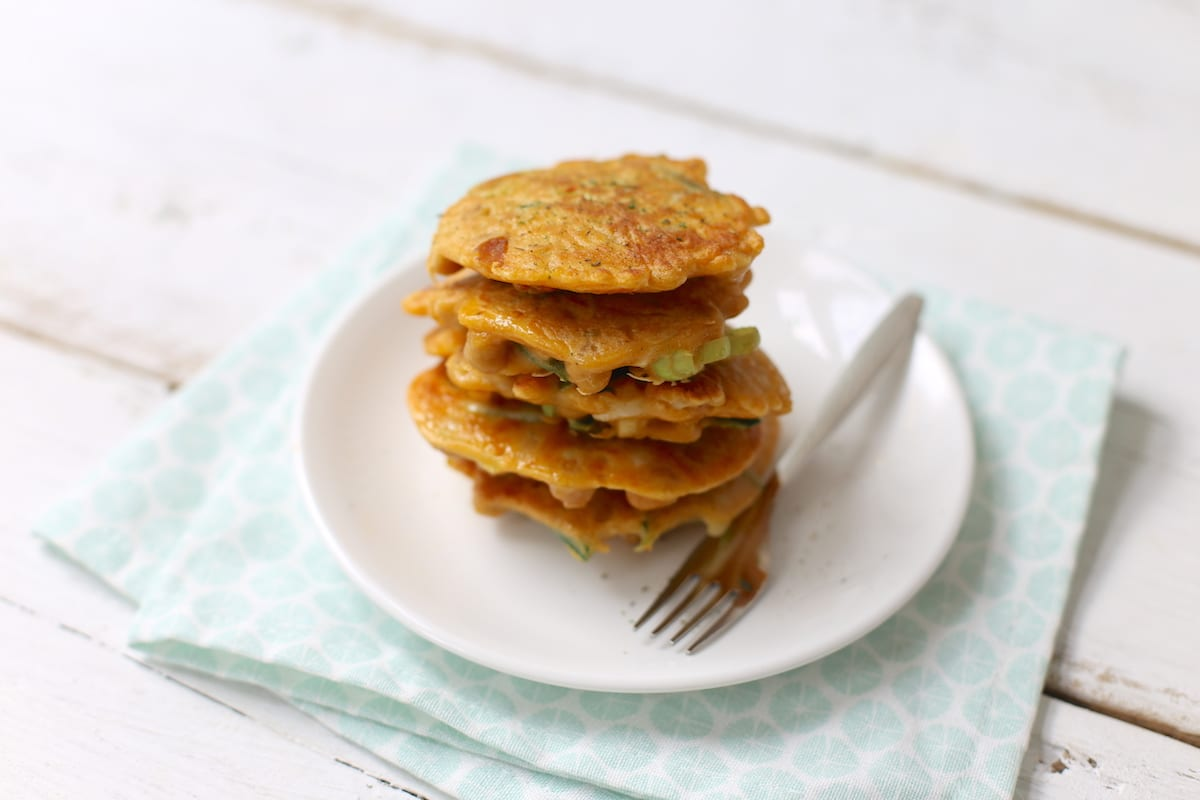 Hartige pannenkoekjes met prei en kikkererwten