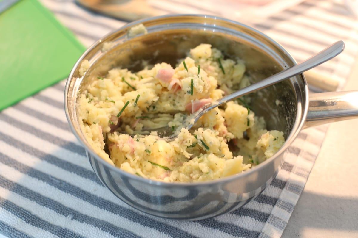 Aardappelkoekjes met ham en bieslook