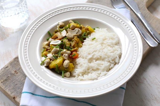 Rijstschotel met paprika en banaan