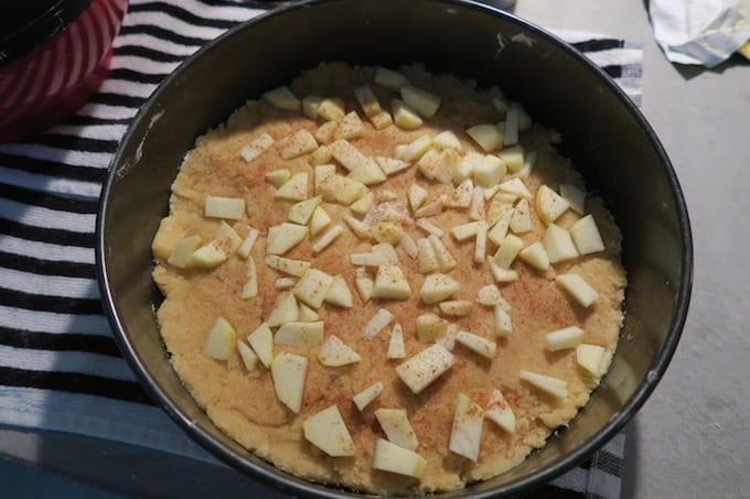 Boterkoek met appel en kaneel