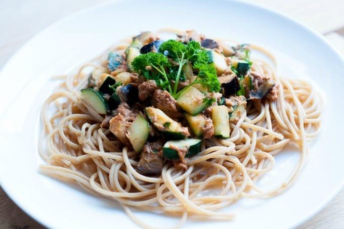 pasta met tonijn en rode pesto