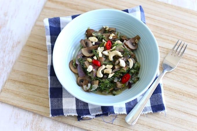 Gewokte andijvie met champignons