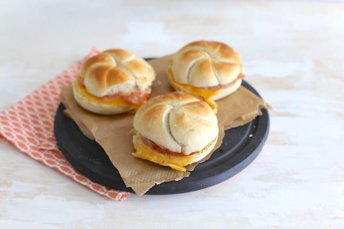 Kaiserbroodjes met ham en kaas