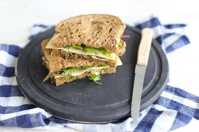 Italiaanse sandwich met serranoham