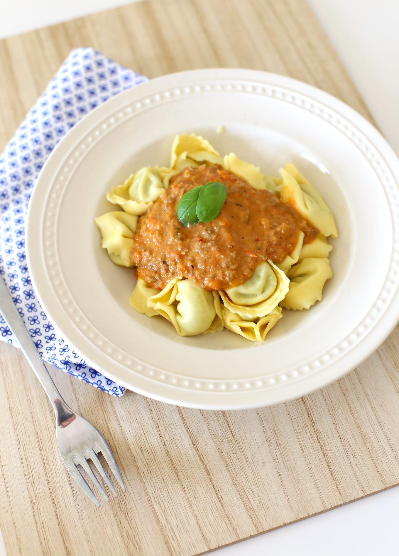 Pasta met tomaten-ricottasaus en gehakt