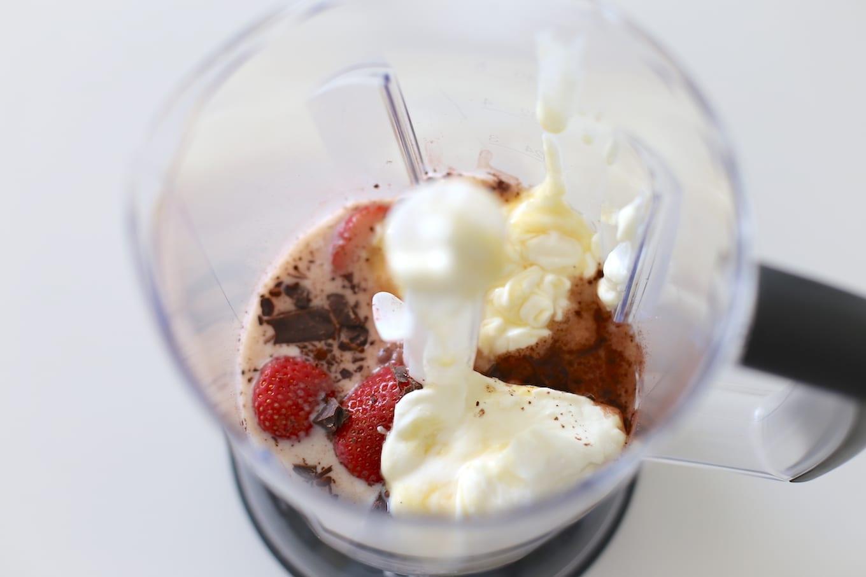 Milkshake met pure chocolade en aardbei