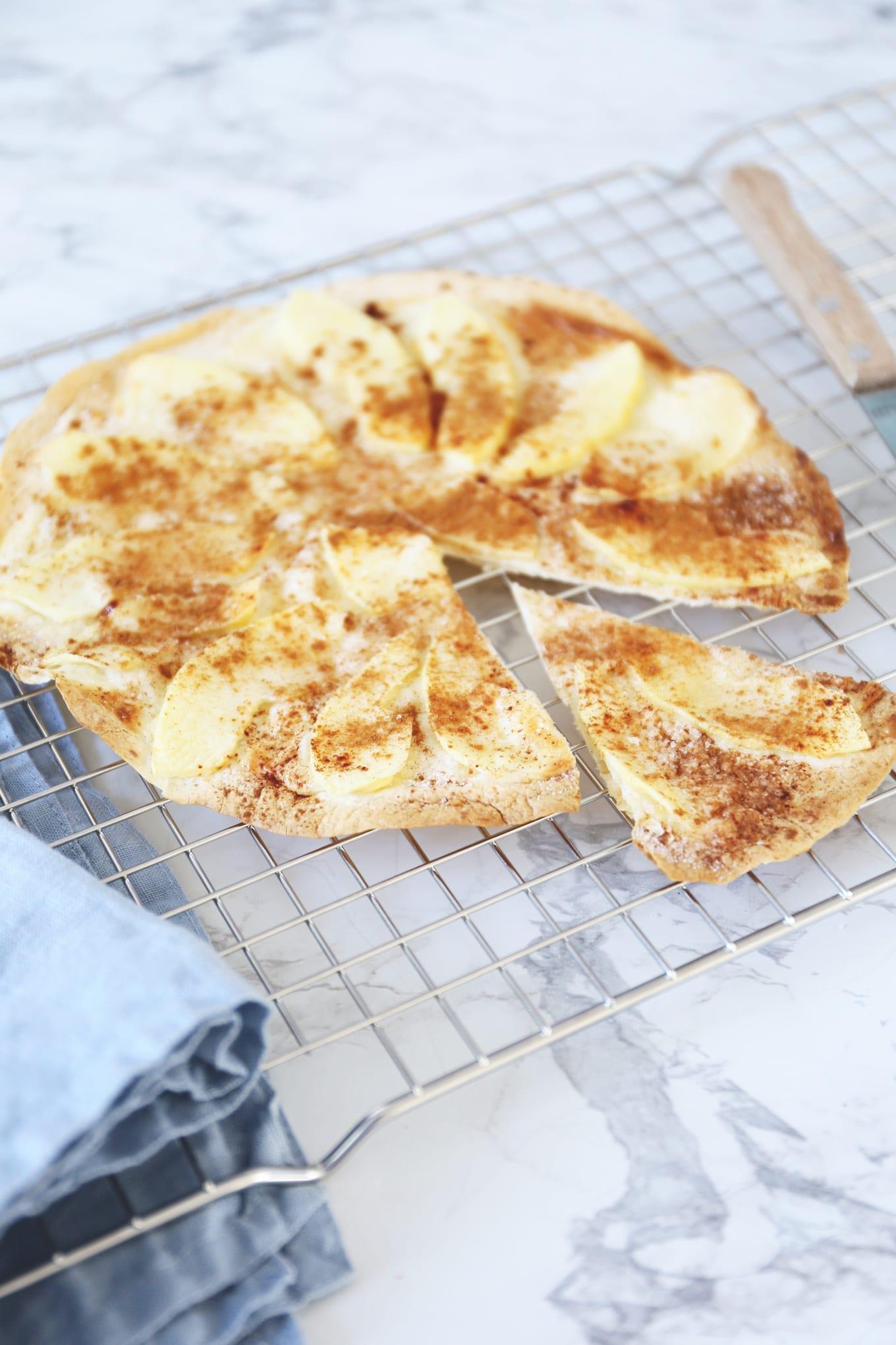 Flammkuchen met appel en kaneel