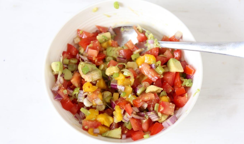 Kip met mango avocado salsa