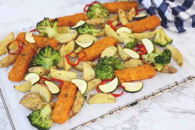 Vissticks met groenten uit de oven