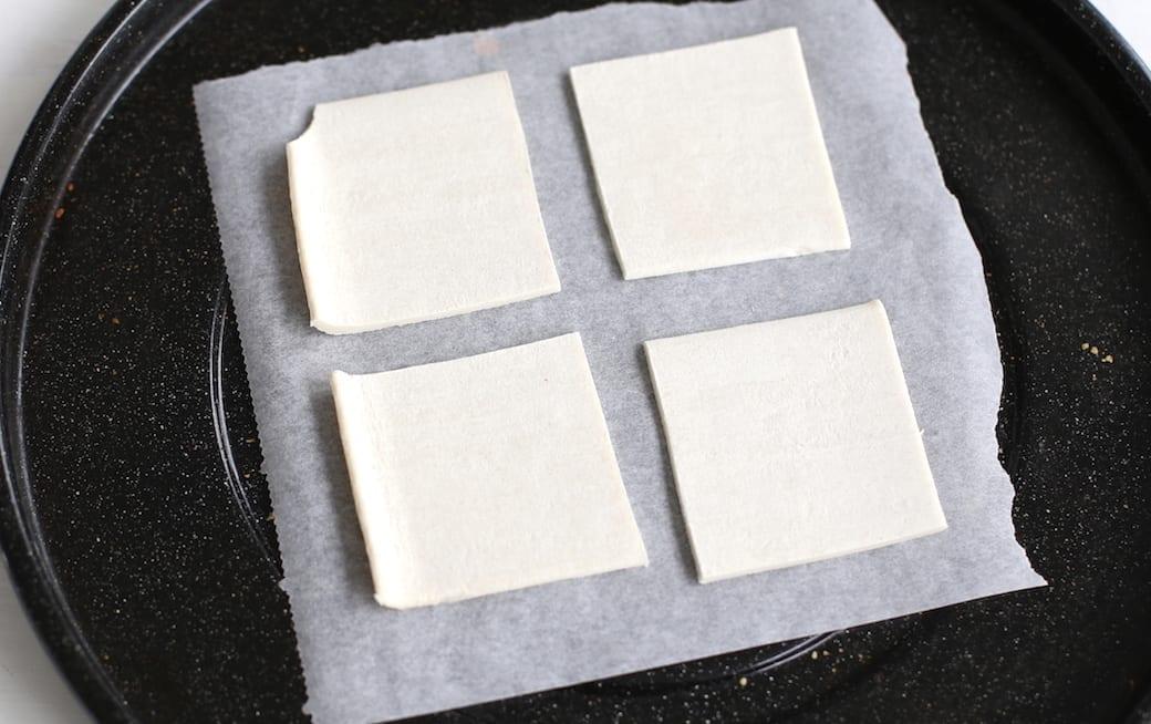Italiaanse bladerdeeghapjes met kaas