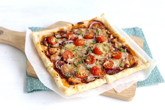 Italiaanse plaattaart met mozzarella