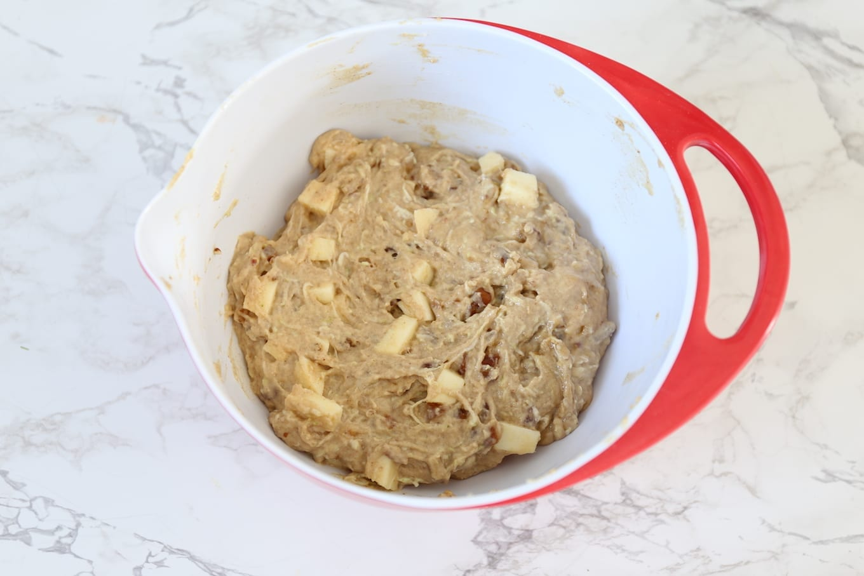 Courgette cake met appel en dadels