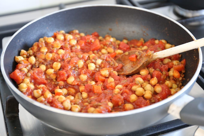 Aardappel-ovenschotel met linzen en kikkererwten