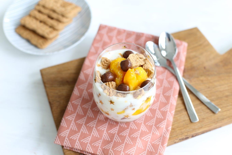 Yoghurt trifle met mango