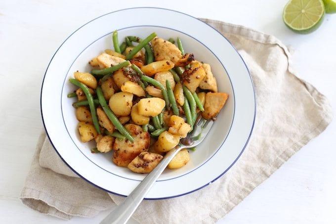 Eenpansgerecht met kip, aardappels en sperziebonen