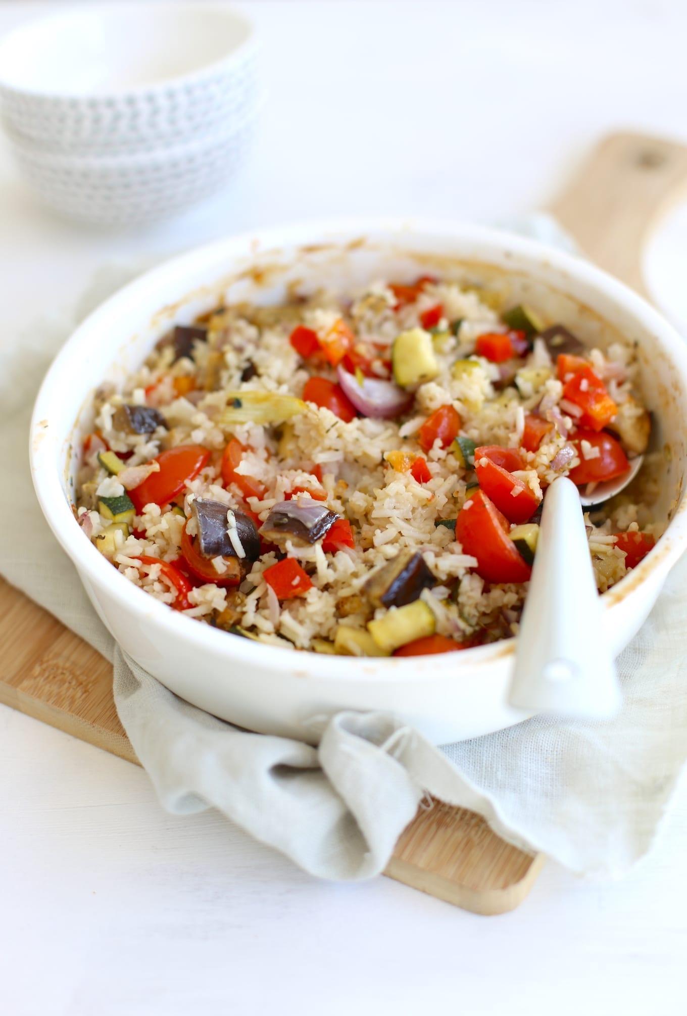 Rijstschotel met aubergine en courgette