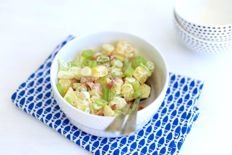 Aardappelsalade met spek en bosui