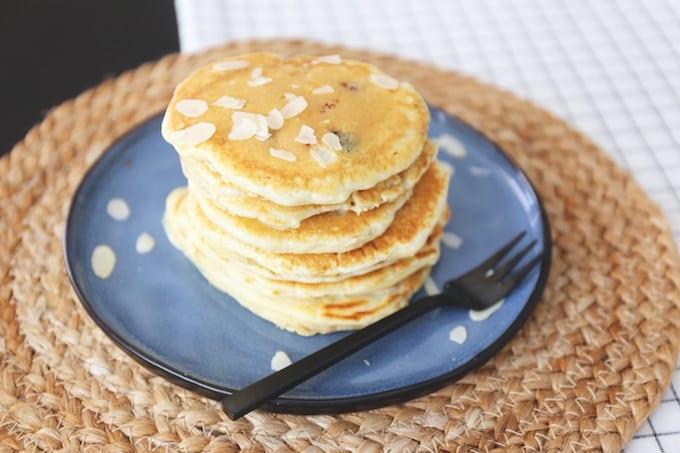 American pancakes met blauwe bessen