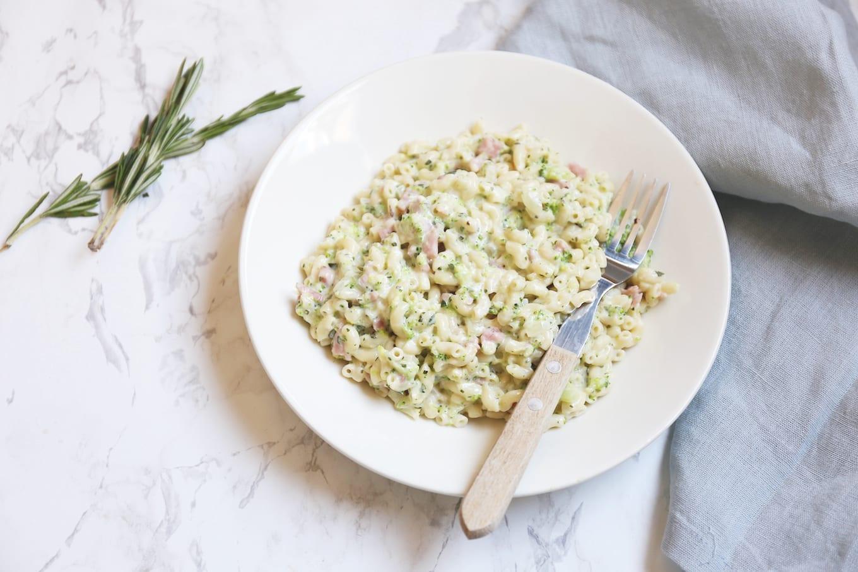 Macaroni met broccoli en ham