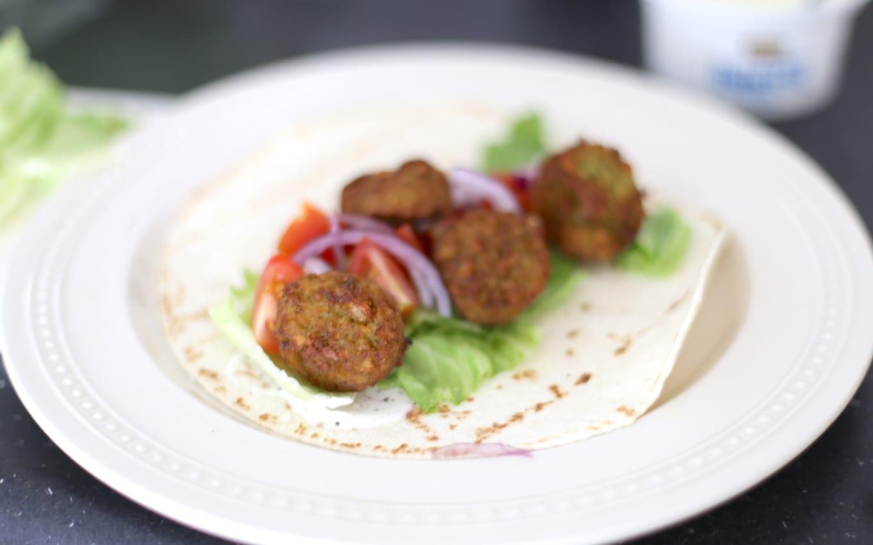 Falafel wrap met tzatziki