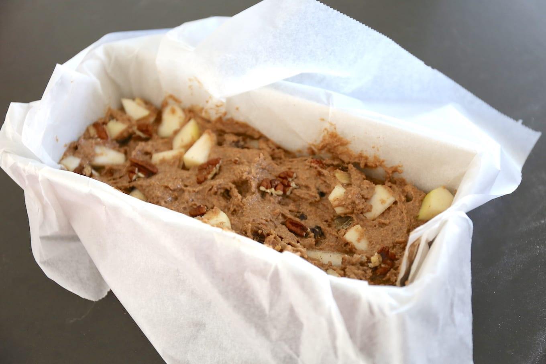 Ontbijtkoek met chai kruidenmix, peer en pecannoten