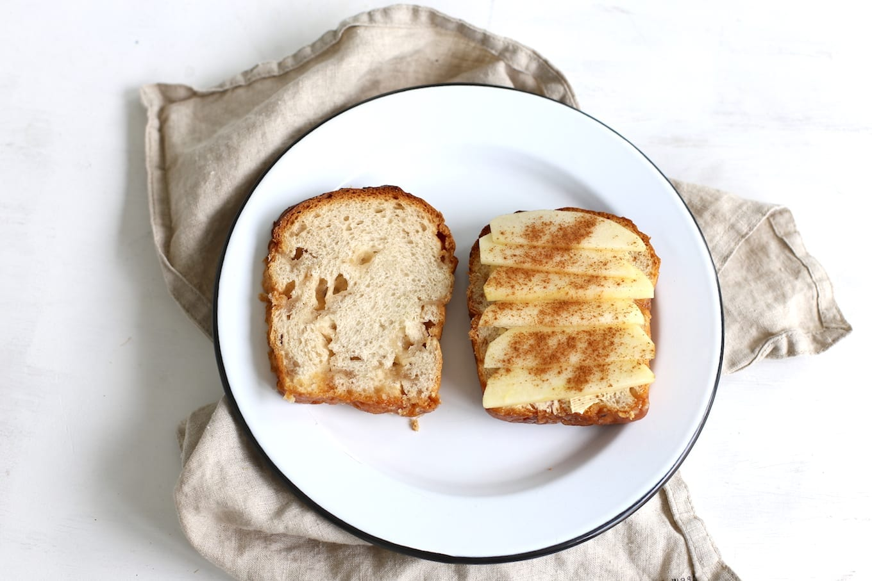 Suikerbrood tosti met appel-kaneel