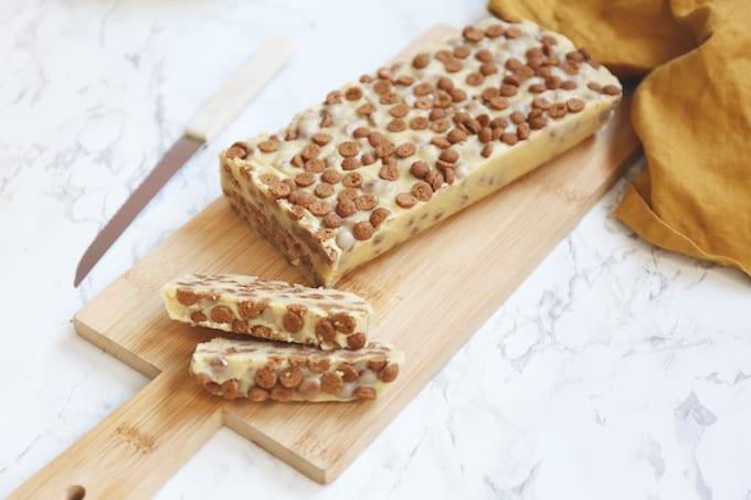 Arretjescake met witte chocolade en speculaas