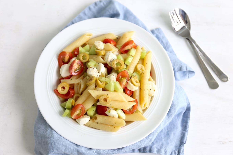 Koude pastasalade met olijven