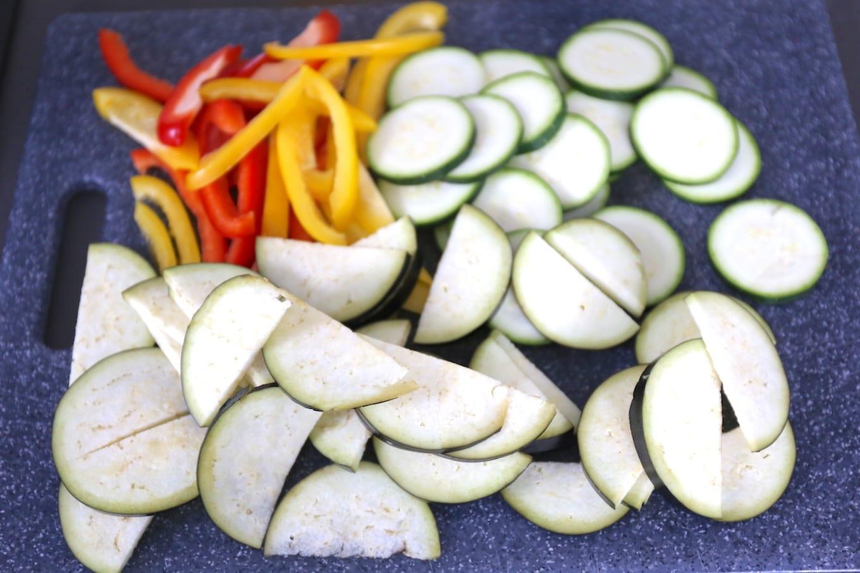 Plaattaart met groenten en feta