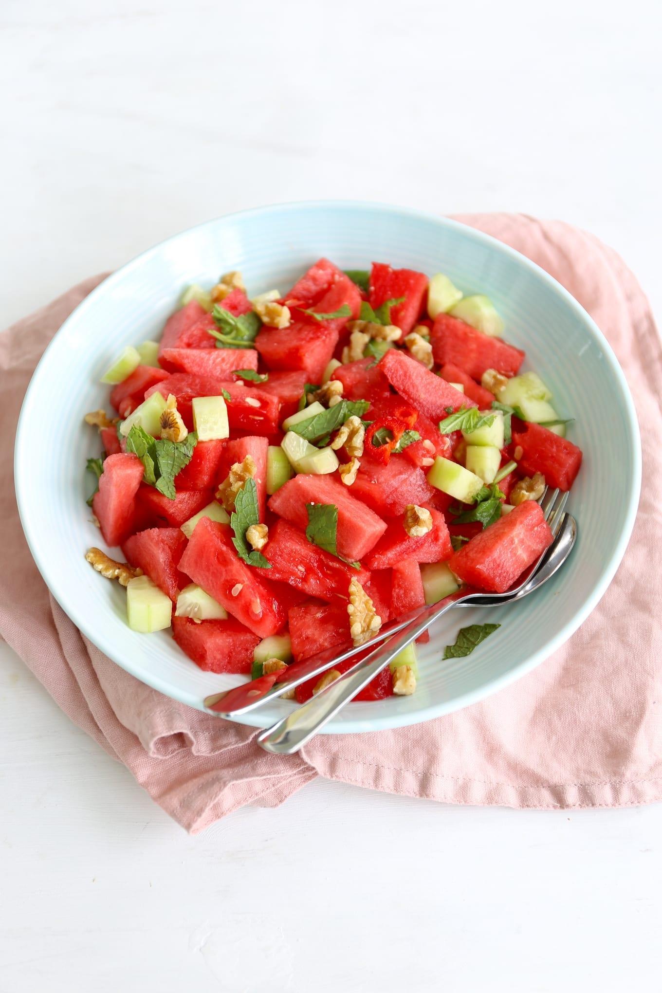Watermeloensalade met munt en walnoot
