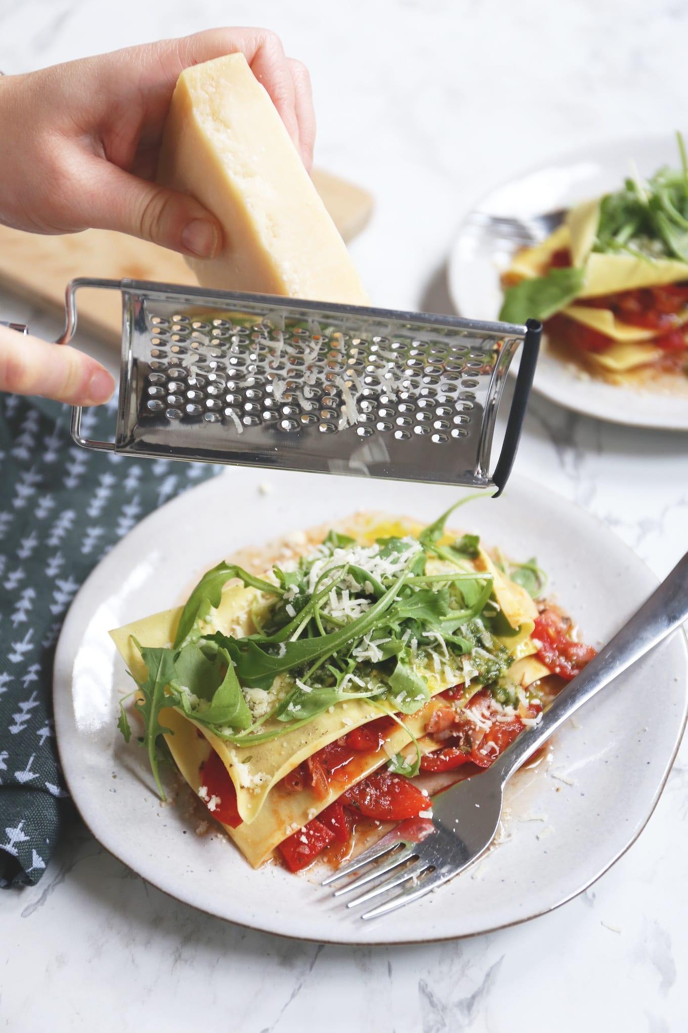 Open ravioli met tomaat en rucola