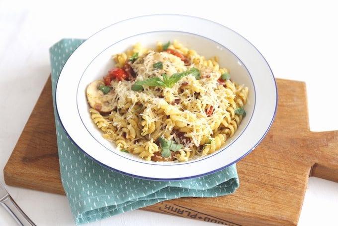 Pasta pesto met champignons