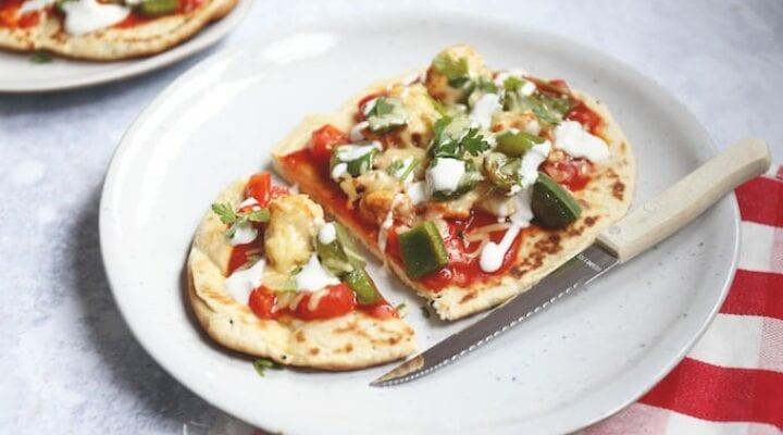 Naanpizza met pittige kip