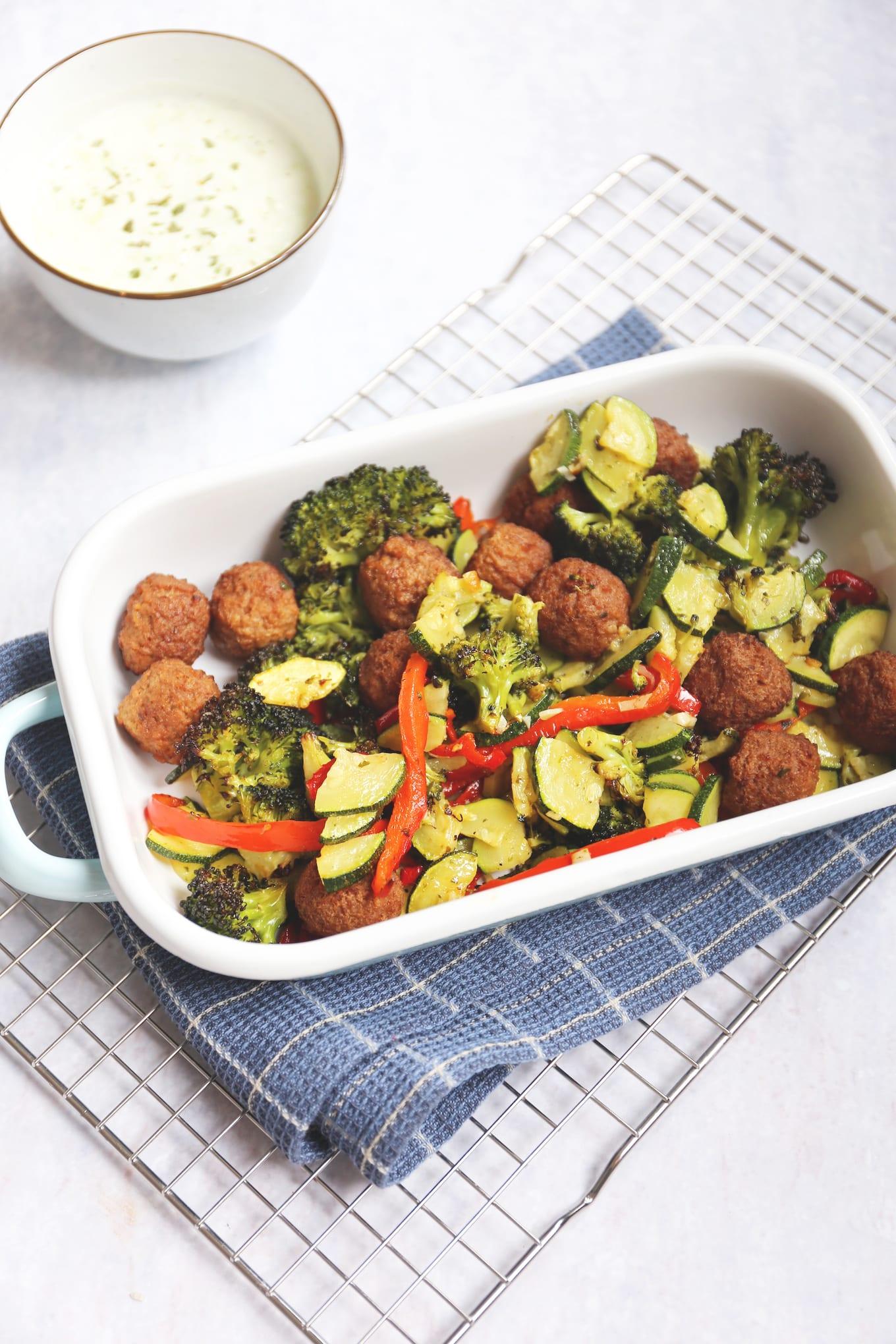 Ovengerecht met broccoli, courgette en paprika